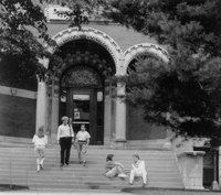 001_dumbach_hall_students_entering.jpg